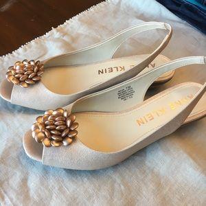 Anne Klein iflex Peep Tie Flower Shoes Size 7.5